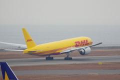 DHL(N775CK)777-F@セントレア