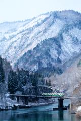 山河残りて雪消ゆる