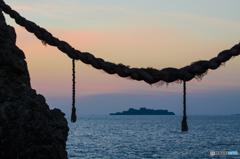 日没後の軍艦島(夫婦岩から)