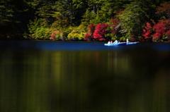 静かな湖畔の休日