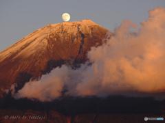 茜の峰に煌月昇りて