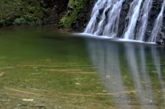滝の流れに身を任せ