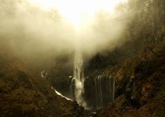 瀑布の後光