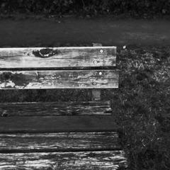 やさしさの抜けたベンチ