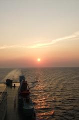 海上での夕日(福岡→三重)