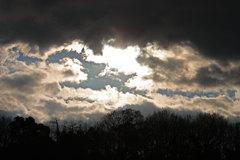 雲の向こうには・・・