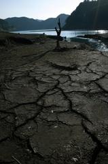 ダム湖のオブジェ