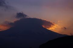 焼ける笠雲