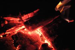 赤く燃える火