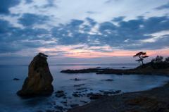 夕暮れの立石