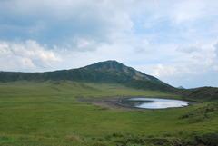 大草原の神秘な池