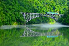 ポケモン号、第一橋梁を走る。