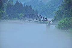 只見線、霧の第四橋梁。