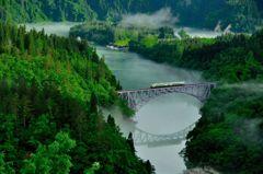 只見線、川霧の第一橋梁、ちょっとだけよ。