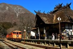 茅葺き屋根の驛