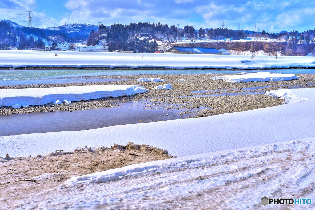 河原の雪融け