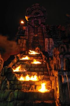ロストリバーデルタの夜 火の神の石像