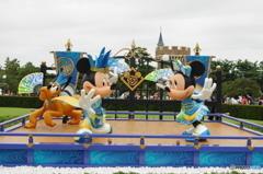 ディズニー夏祭り 息の合った二人とプルート