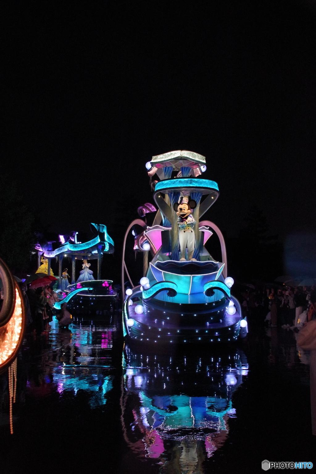フォール グロウ ナイト 【東京ディズニーランド】今だけ毎日 幻想的でキレイすぎるパレード