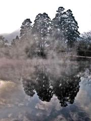 金鱗湖ゆけむり