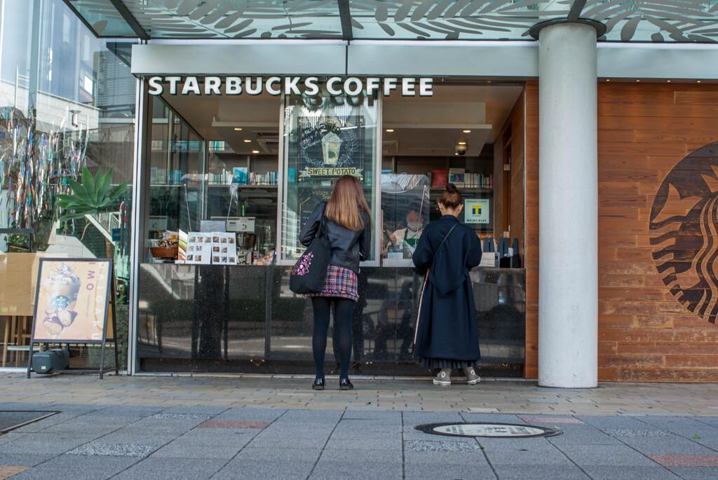 朝のコーヒー買ってから‥