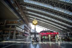 平日昼下がり・・大阪駅