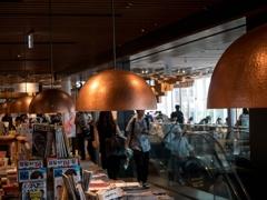 CAFE & BOOKS