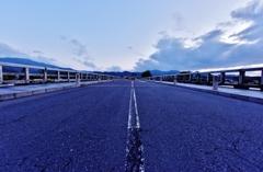 「夜明け前の渡月橋」