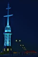 「神戸港旧信号所と神戸大橋」