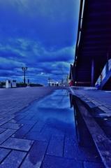 「雨上がりの川崎重工造船所」
