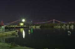 明石港から明石海峡大橋を望む