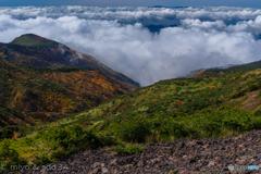 蔵王連峰 熊野岳-地蔵山間のコルより山紅葉と雲海