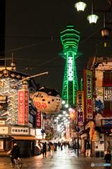 街の灯りがとても綺麗ね、お お さ か 。グリーンライト、お お さ か 〜♪