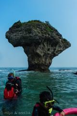 花瓶岩 (今からシュノーケリング ツアーに出かけます) 台湾 小琉球にて