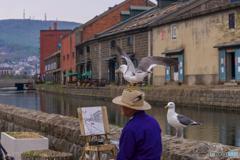 海賊たちがあらわれた!絵描きさんは、しあわせの帽子をぬすまれた。