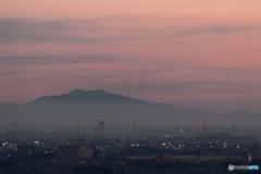 初日にそまる筑波山