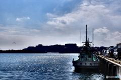 イカ釣り漁船の昼下がり