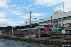 川べりの駅