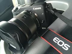 新しいカメラ EOS M3
