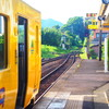 ディーゼルで動いてる黄色い電車