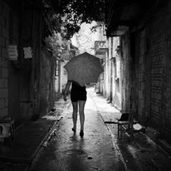 雨降る路地