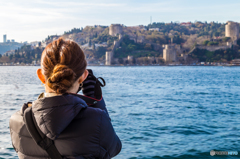 海峡の古城とカメラ女子!