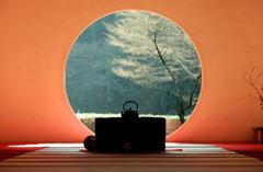 明けの円窓