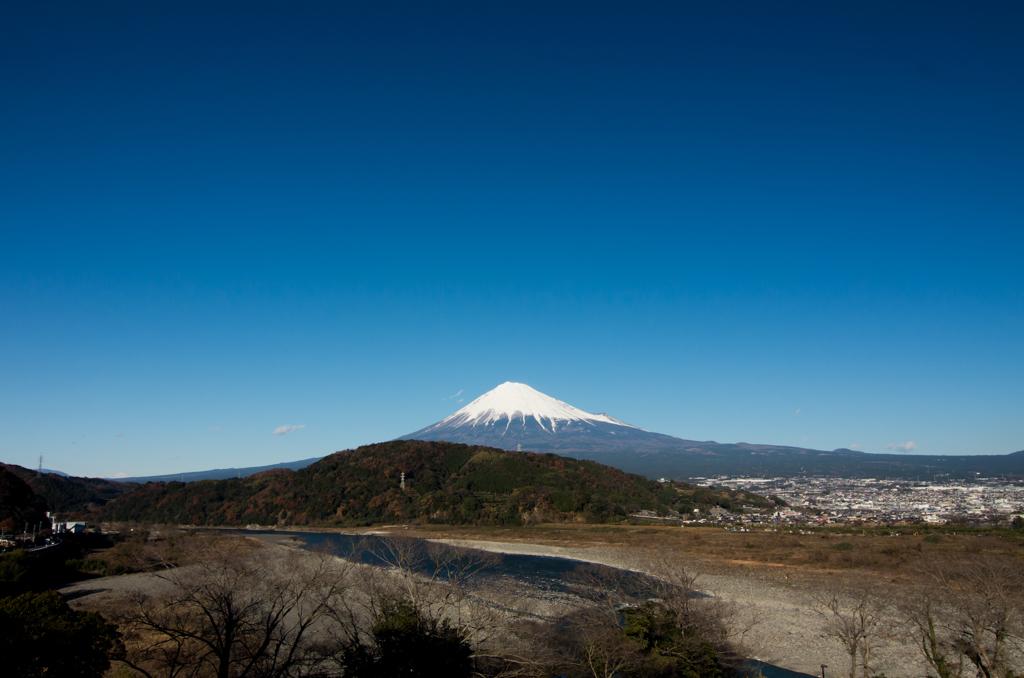 東名道中富士川サービスエリアより^^