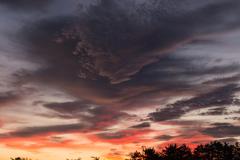 七月の朝焼け 黒雲