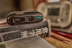 机上 辞書とラジオ