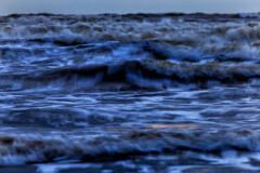 連続する波