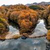 ダム湖秋景