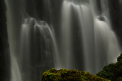 亀田不動の滝 水を纏う