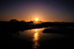 大雪の日の出